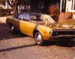 1971: Os Coronet's só seriam oferecidos como Sedan 4 portas e Perua. Se tornaria um dos modelos favoritos das polícias por todo os Estados Unidos.