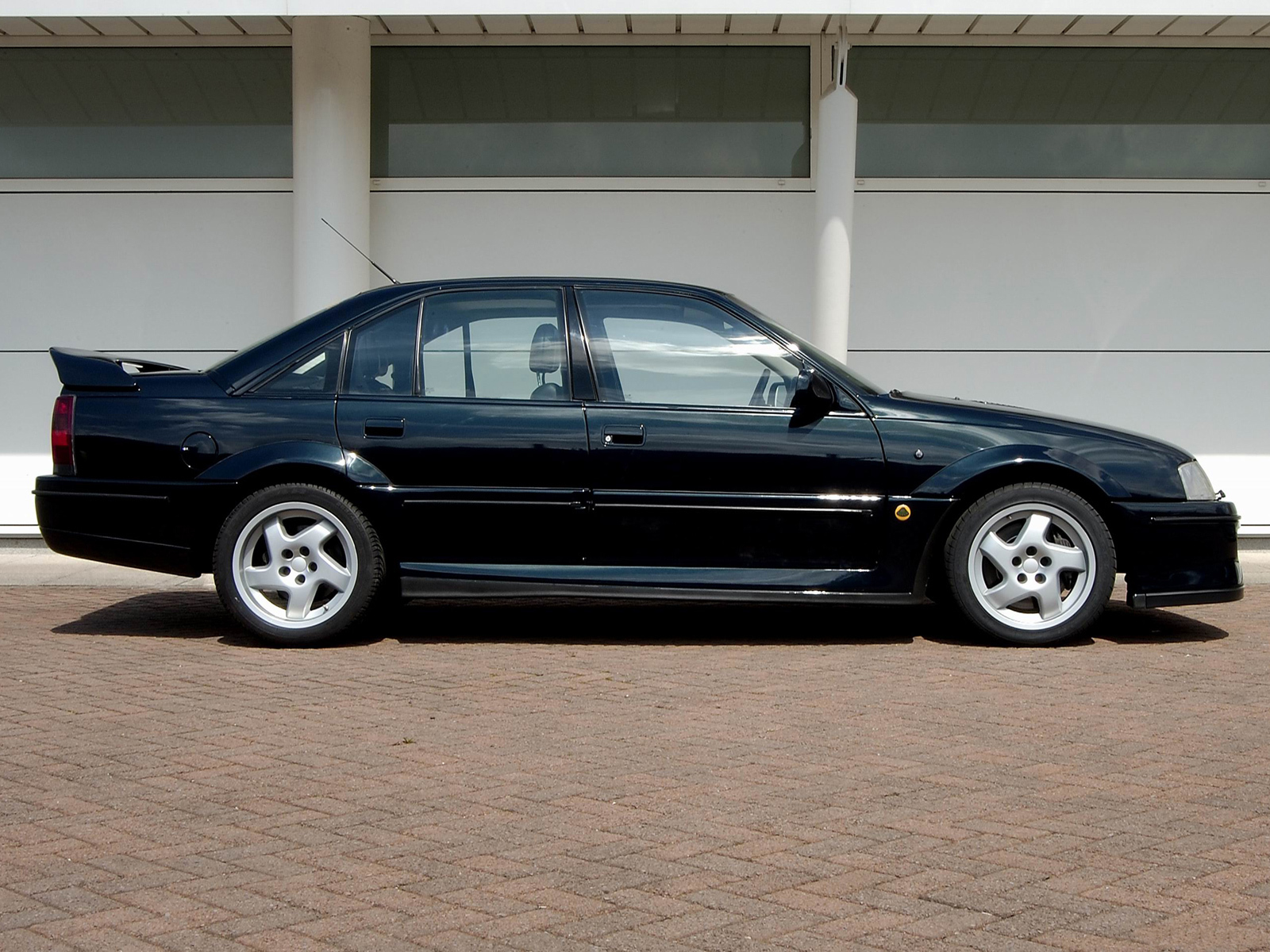 lotus carlton e omega lotus omega absoluto why the monstrous lotus carlton is a proper 90s. Black Bedroom Furniture Sets. Home Design Ideas
