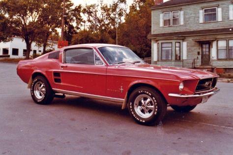 Mustang modificado na metade em diante dos anos 70.